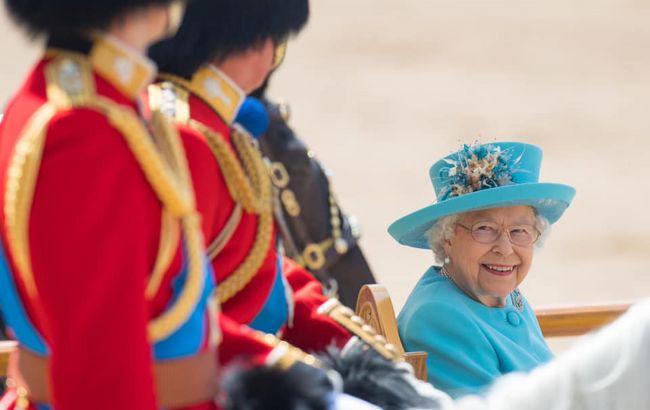 Елизавета II готовится передать корону: стало известно, кому и когда