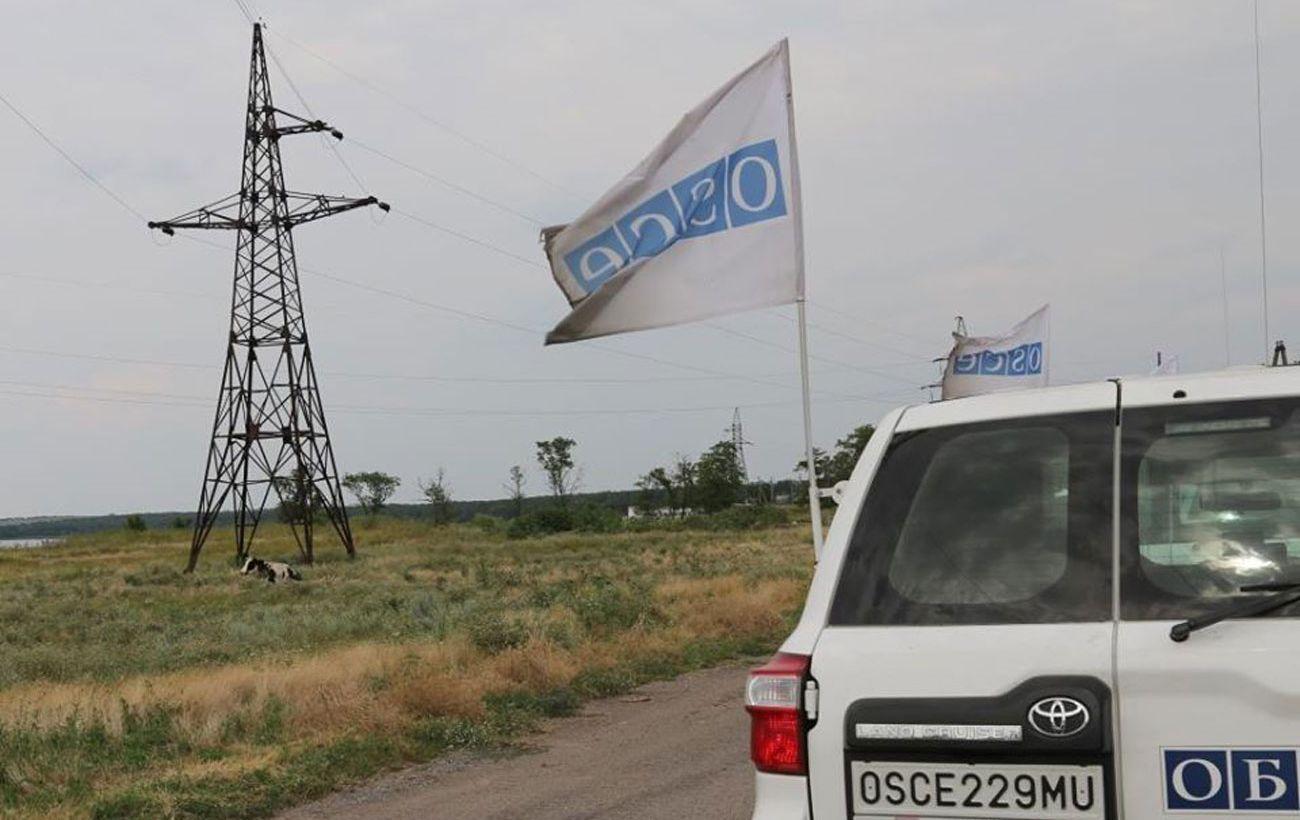 """В ОБСЕ заметили боевиков с повязками """"СЦКК"""" на участках разведения"""
