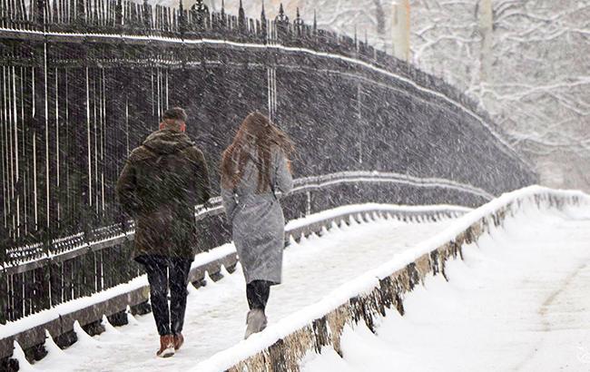 Синоптики попереджають про мокрий сніг та ожеледицю в Україні