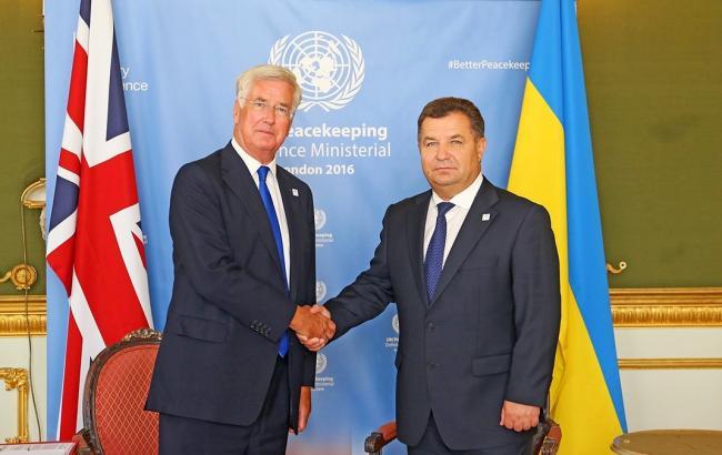 Фото: Степан Полторак встретился с министром обороны Великобритании Майклом Феллоном