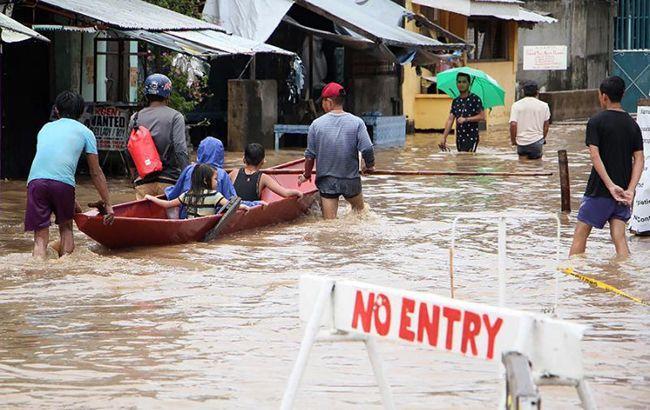Число жертв шторма на Филиппинах существенно возросло