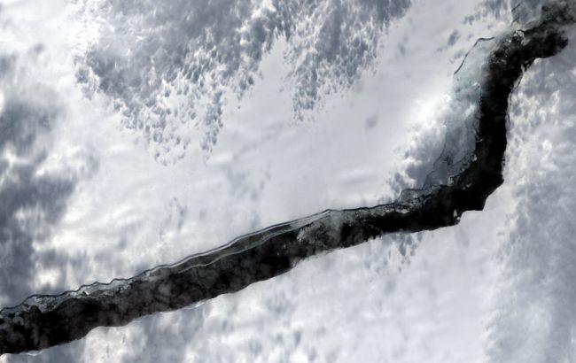 Айсберг розміром із мегаполіс відколовся від Антарктиди