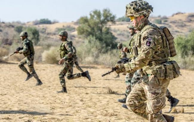 Великобританія посилить військову присутність в Естонії танками