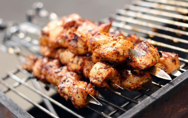 В Кременчуге людям продали смертельное мясо для шашлыка: пикник мог закончиться реанимацией