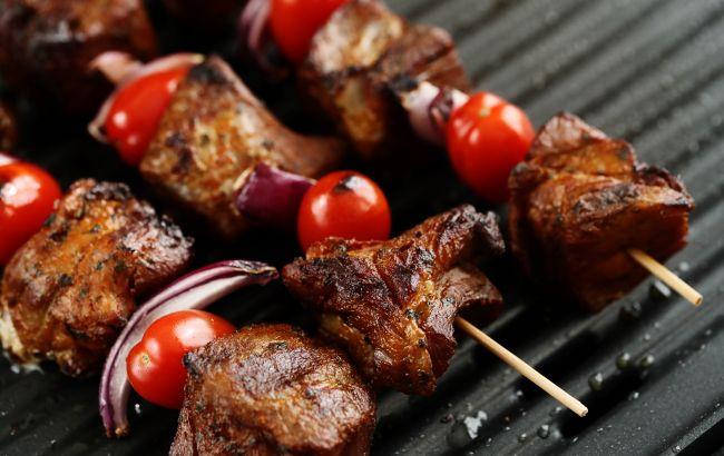 Как спасти мясо, если вы его сожгли на мангале или гриле: выбрасывать не нужно