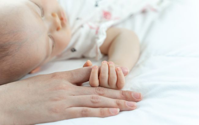 У горе-матері в Кропивницькому забрали доньку: дитині всього рік