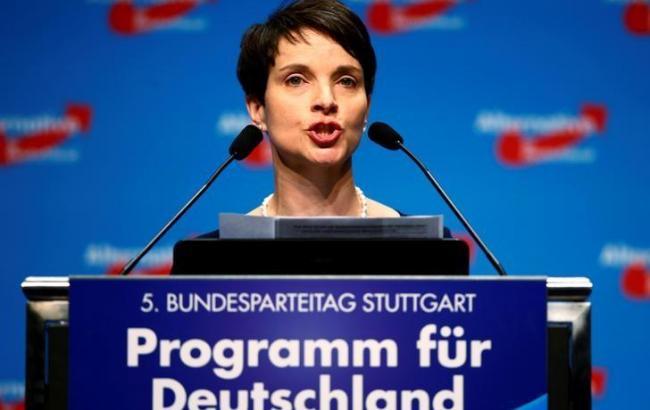 Фото: лидер немецкой AfD Фрауке Петри выступила за свободное ношение оружия