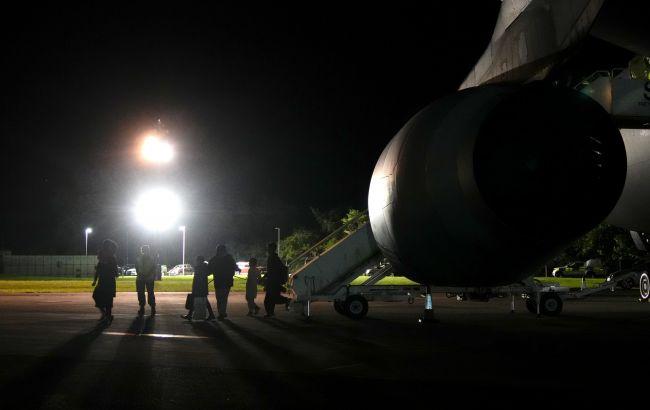 Українка з дитиною прилетіли з Афганістану в Катар чартерним рейсом, - МЗС