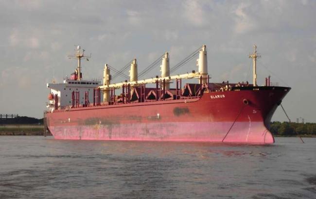 Серед 12 моряків, захоплених піратами біля берегів Нігерії, є українець, - МЗС