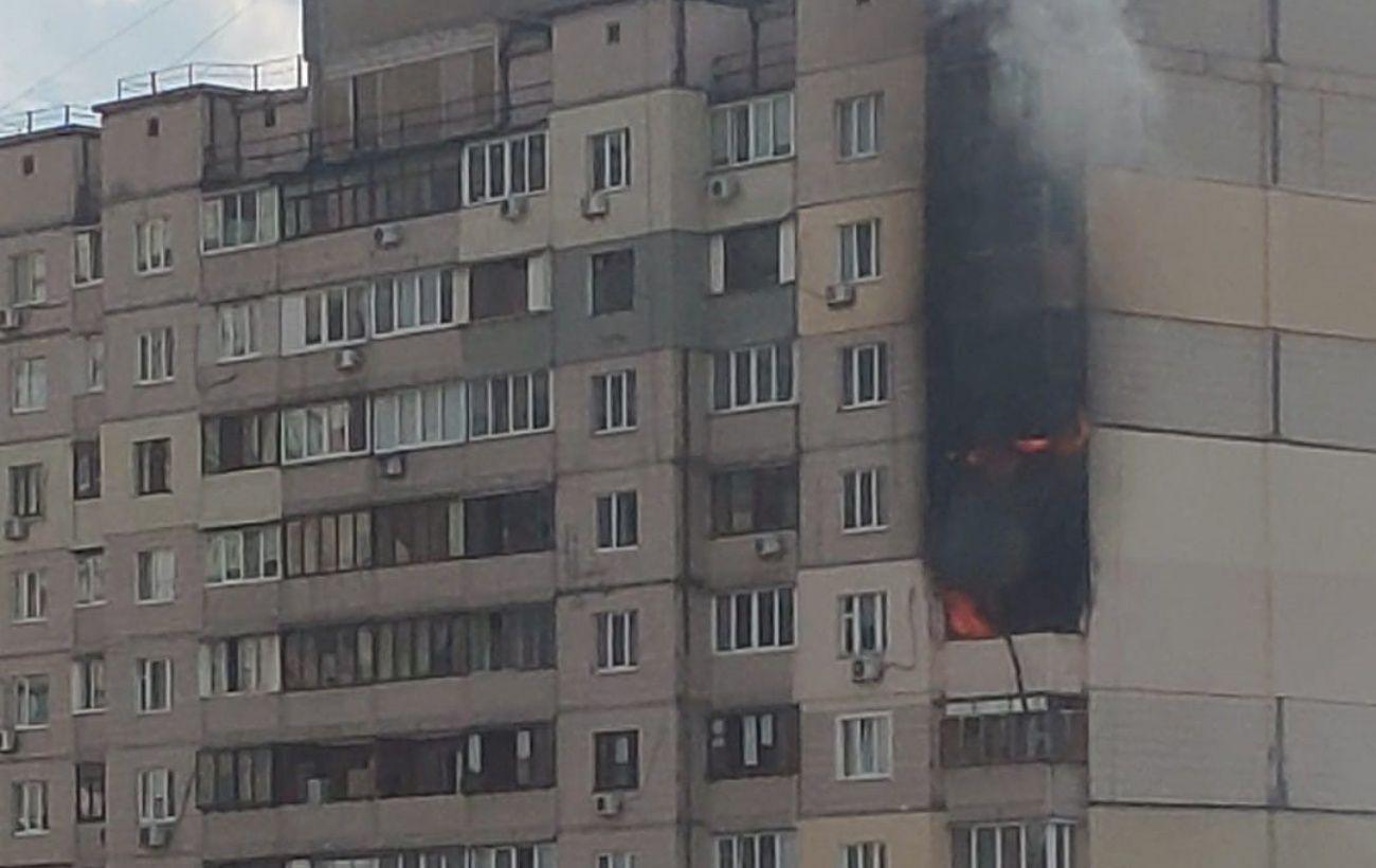 У Києві сталася пожежа в будинку на Позняках