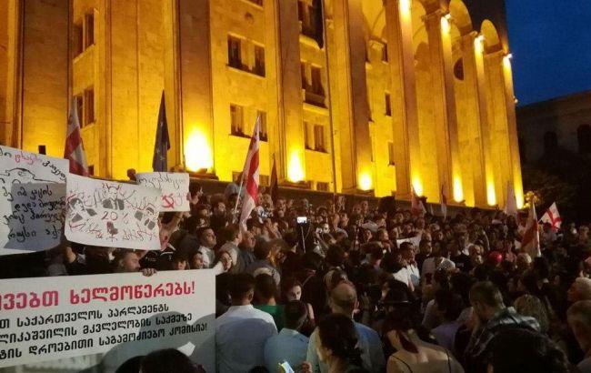 В Грузии взяли под стражу более 120 протестующих