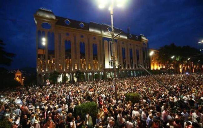 У Грузії протестувальники увірвалися до парламенту