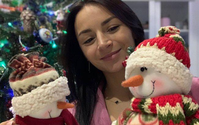 Илона Гвоздева вместе с семьей нарядила елку и умилила красивыми фото