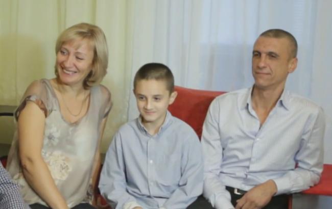 Фото: Віта Хім'як і 11-річний Володя (youtube.com)