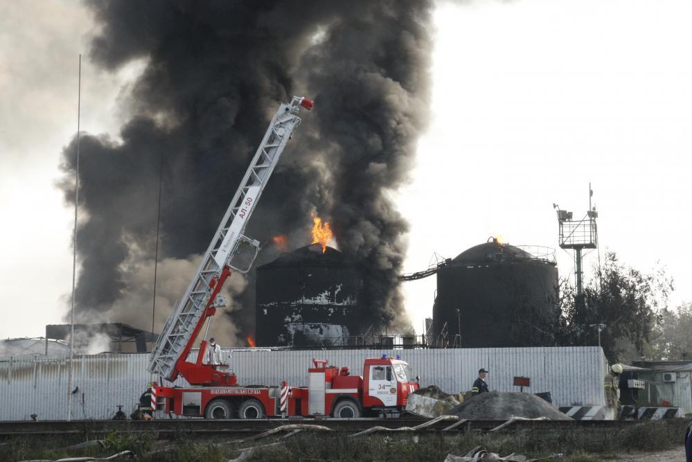 Наслідки пожежі на нафтобазі ТОВ «Побутрембудтамеріали» вивчають
