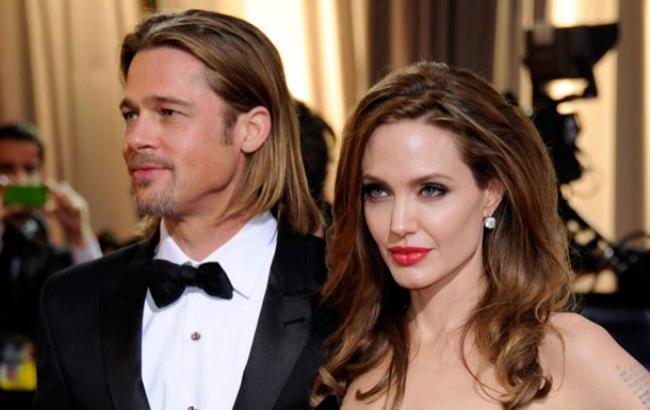 Фото: Анджелина Джоли и Брэд Питт (hellomagazine.com)