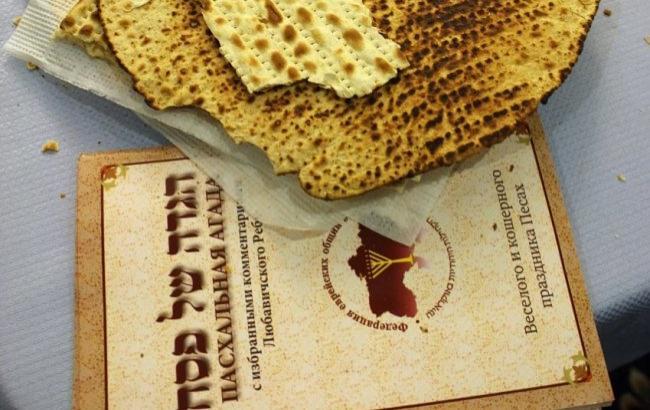 Фото: хліб маца - один з головних символів єврейської Пасхи (УНІАН)