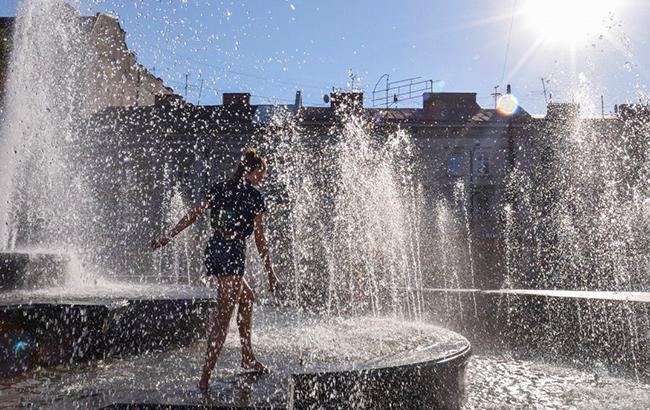 Фото: Спека в місті (УНІАН)