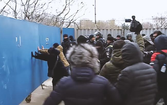 В Одесі сталася масова бійка на будівельному майданчику: охоронці напали на активістів (відео)