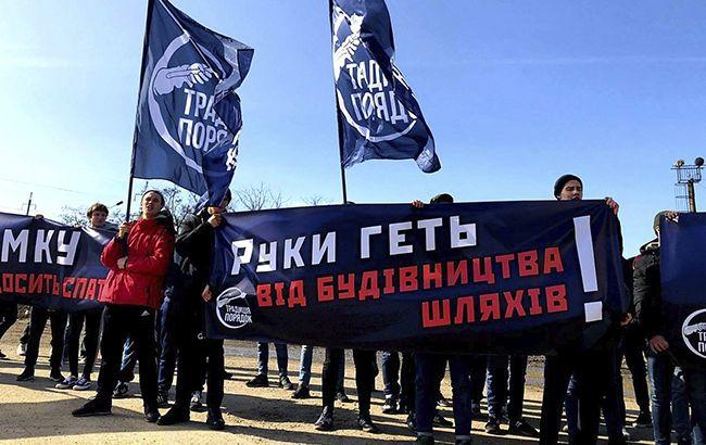 """""""Традиція і Порядок"""" викрила схему знищення українських доріг. Попри все, в Одесі відбулася запланована акція"""