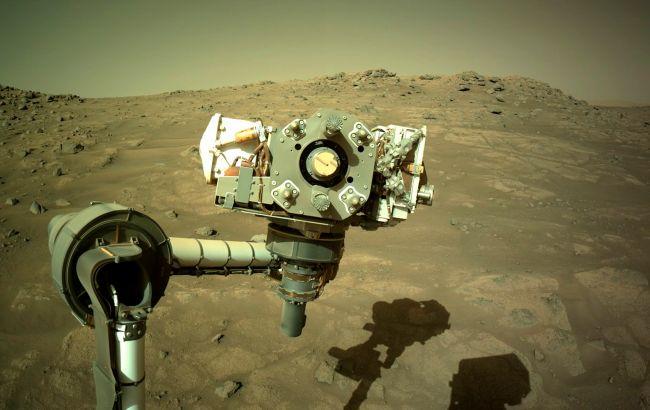 Марсоход NASA готовится добыть еще один образец почвы Красной планеты