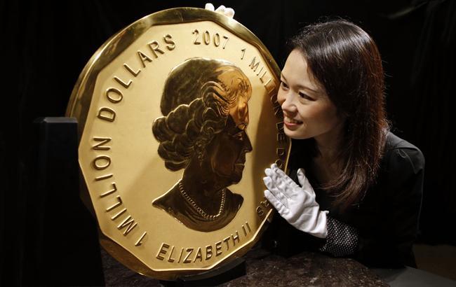 Грабителям досталась одна из самых больших золотых монет в мире. Из  берлинского музея в Боде неизвестные украли золотую монету весом в 100 кг и  номиналом  1 ... 9dd6b60a241