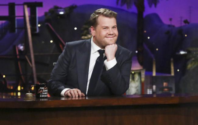 Известный телеведущий закидал знаменитостей овощами и фруктами