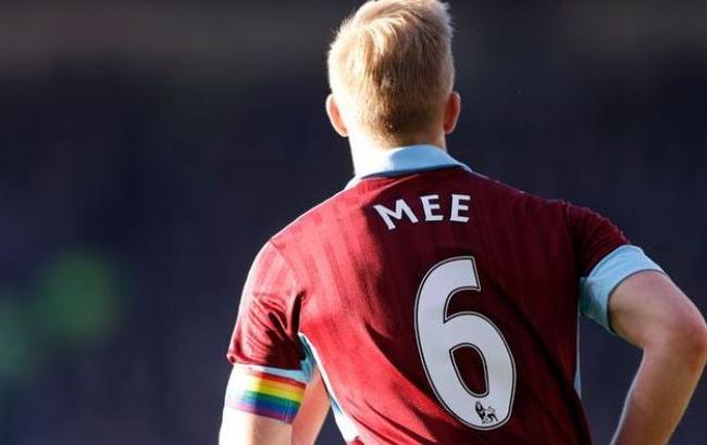 Фото: Английские футболисты поддерживают ЛГБТ-сообщество (iSport.ua)