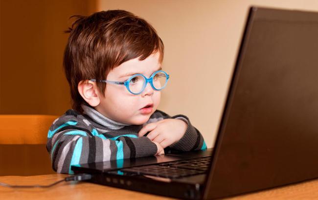 """Фото: Отучите ребенка от """"зависания"""" в сети"""