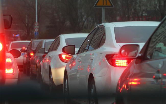 Київським водіям доведеться три місяці стояти в заторах на Нивках