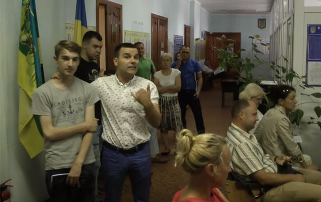 Під Києвом депутат побив школяра-активіста
