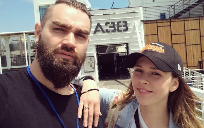 """""""Знайомтеся - Даня"""": Вокалистка The Hardkiss Юлия Санина впервые показала сына"""