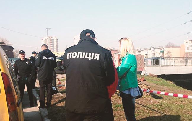 У центрі Харкова поліцейські знайшли мішок з тілом чоловіка. Про це  розповіли в прес-службі ГУ НП в області. Наголошується 8dfce7b44b76d