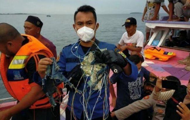 Авиакатастрофа в Индонезии: следователи исключили разрыв самолета в воздухе