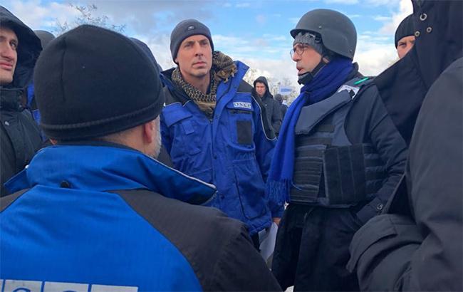 Фото: глава ОБСЄ Альфано на Донбасі (www.esteri.it)