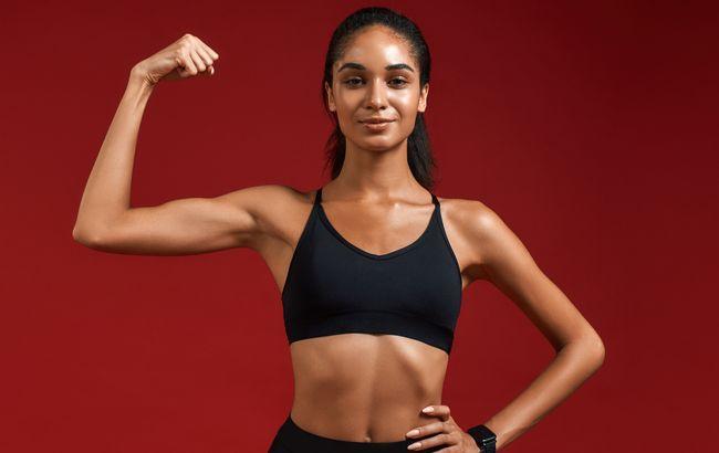 Не переношу спортзалы: ведущая и модель Аманда Ироанья поделилась, как мотивировать себя на спорт