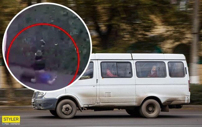 В Дніпрі з маршрутки на ходу випав чоловік: відео інциденту