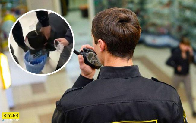 В Одессе охранники ТЦ издевались над клиентом: заставили умыться зеленкой