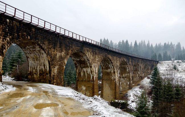 Старовинні віадуки і водоспади: незвичайні місця поруч з Буковелем для незабутнього вікенду
