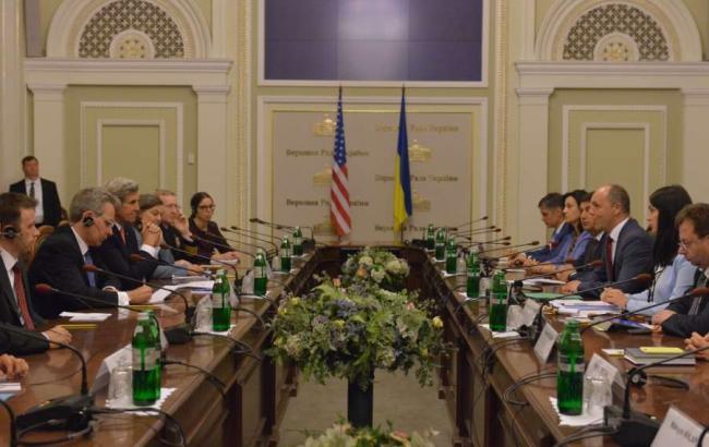 Фото: Джон Керрі та Андрій Парубій обговорили надання Україні допомоги в обороноздатності