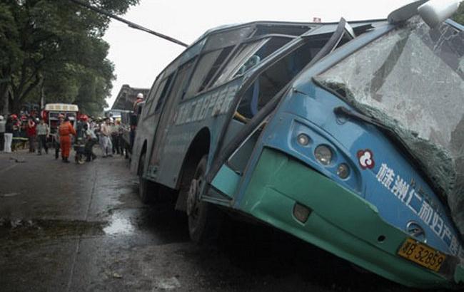 Фото: в результате аварии автобуса в Китае погибли 9 человек