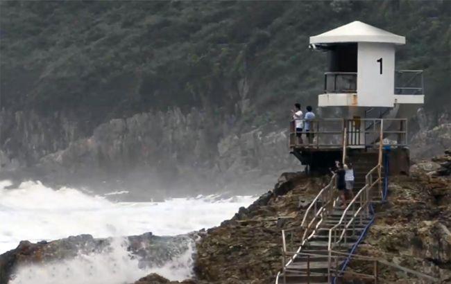 Мощный тайфун обрушился на Гонконг. Есть погибший и пострадавшие