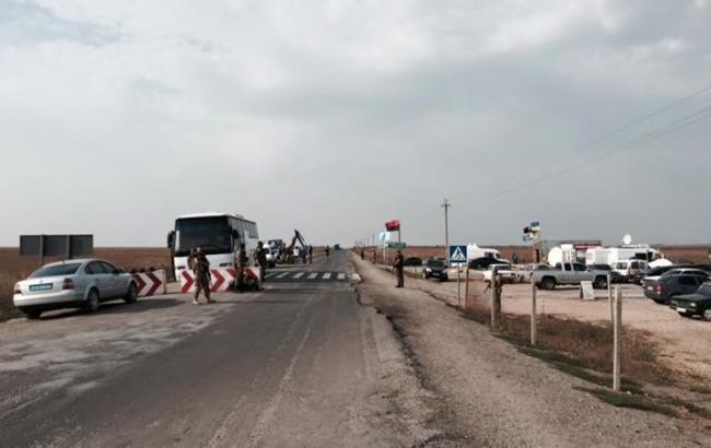 В МВС заявили про відсутність вантажівок на кордоні з Кримом