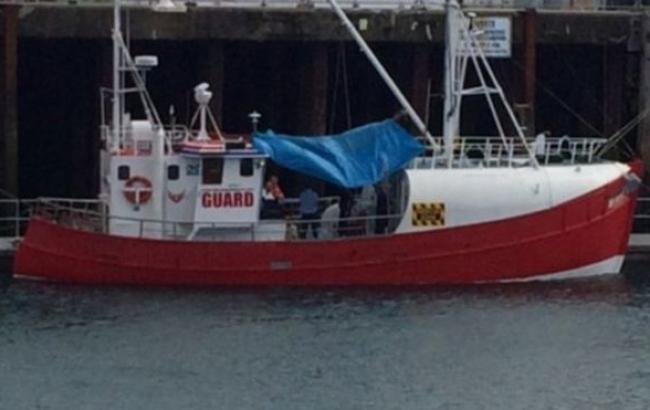 Фото: британська берегова охорона перехопила траулер з тонною кокаїну