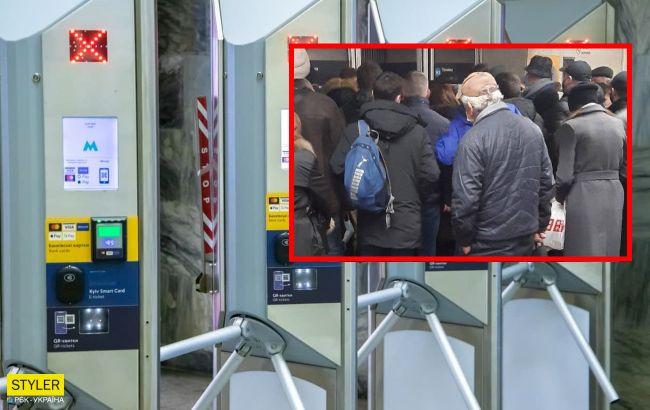 У метро Києва відбувся черговий колапс: люди стояли навіть на сходах