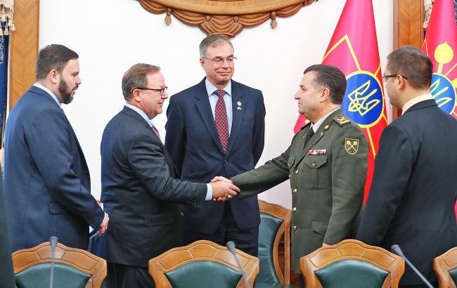 Фото: Степан Полторак встретился с представителями Конгресса США