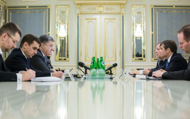 Порошенко обсудил с представителями Конгресса США усиление санкций против РФ