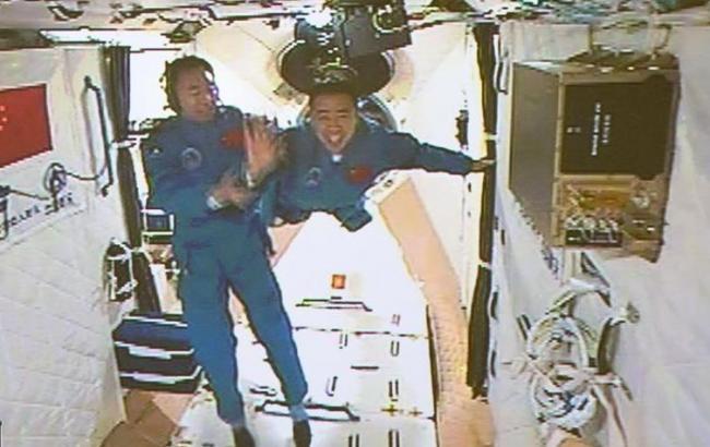 Фото: китайские космонавты успешно достигли орбитальной лаборатории