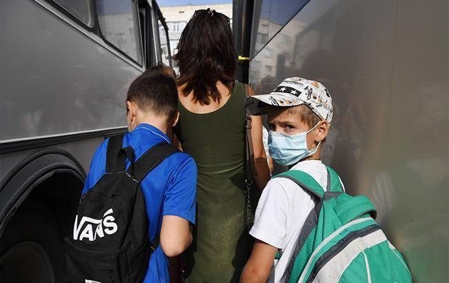Фото: евакуація людей в Криму (twitter.comKrimRt)