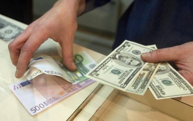 Наличный курс доллара в продаже повысился до 25,28 гривен